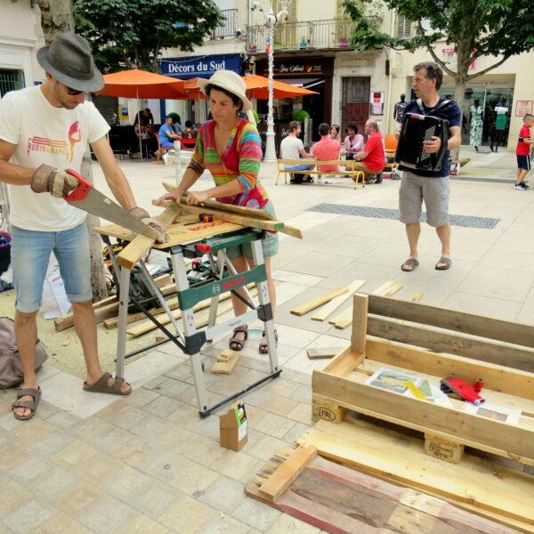 Construction de bancs place Puget