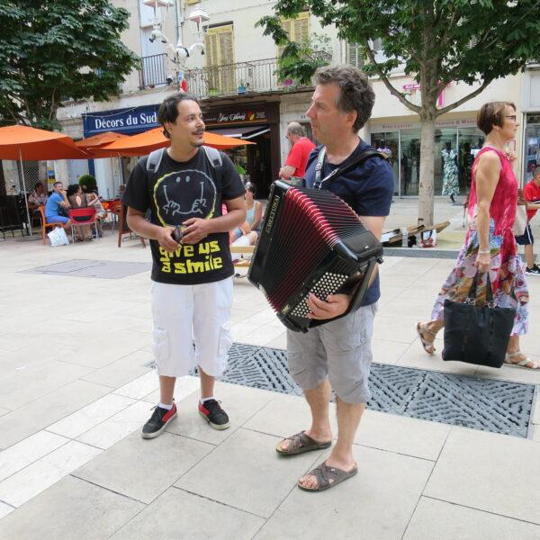 Chant et Accordéon place Puget
